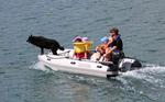 Takacat LiteX Katamaran-Schlauchboot mit Hund